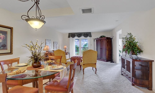 senior living living and dining room