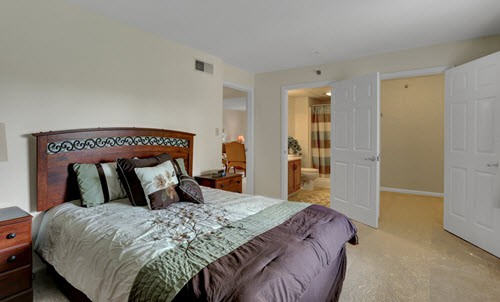 senior living master bedroom