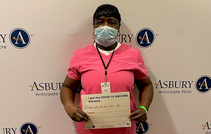 senior living healthcare worker at Asbury receives COVID-19 vaccine