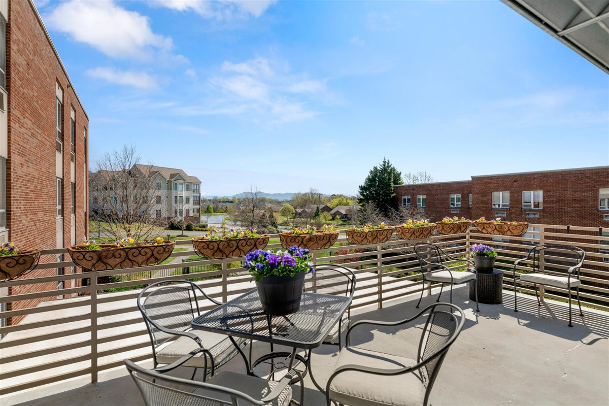 Asbury Place Maryville in Tennessee skilled nursing balcony