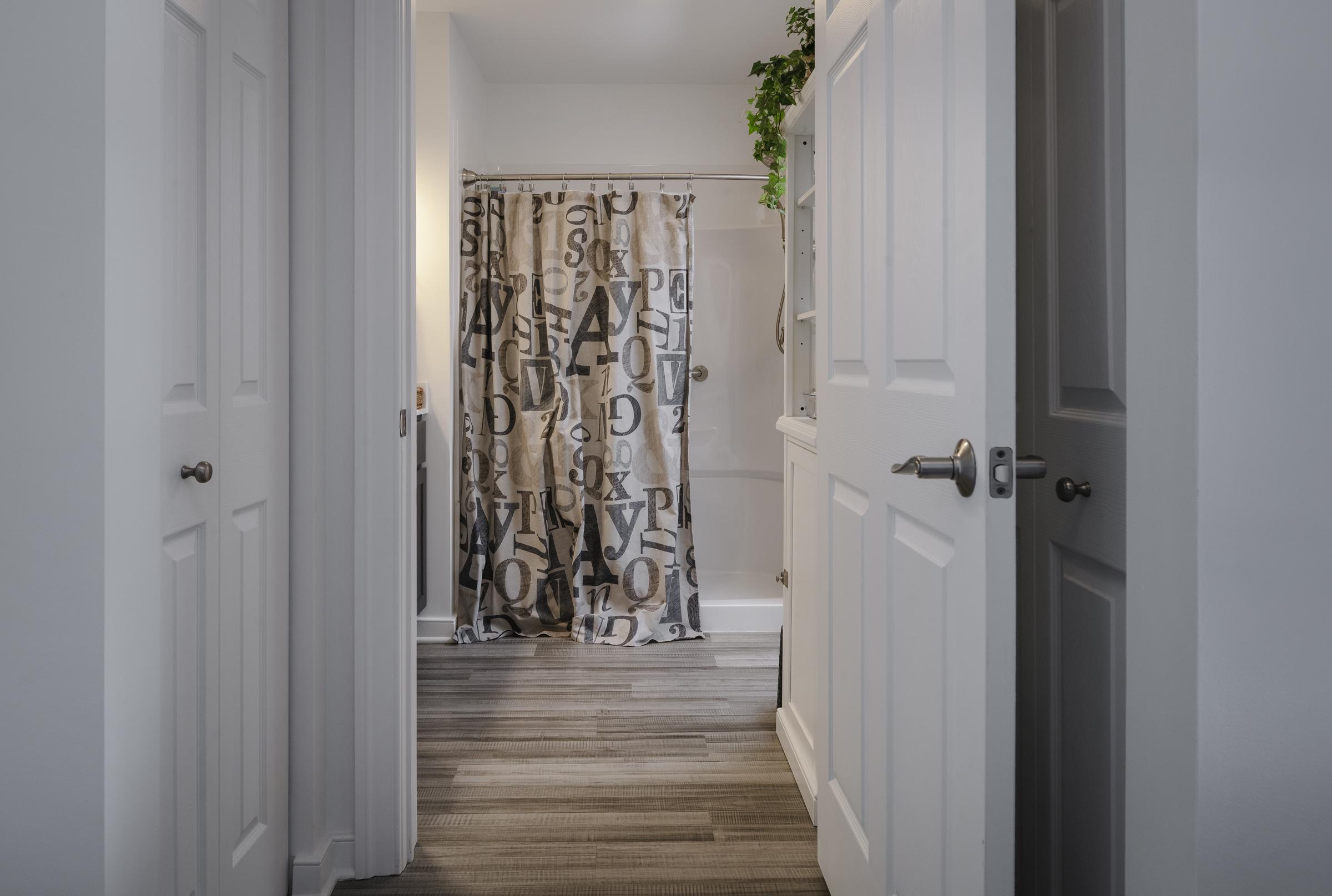 normandie ridge apartment bathroom