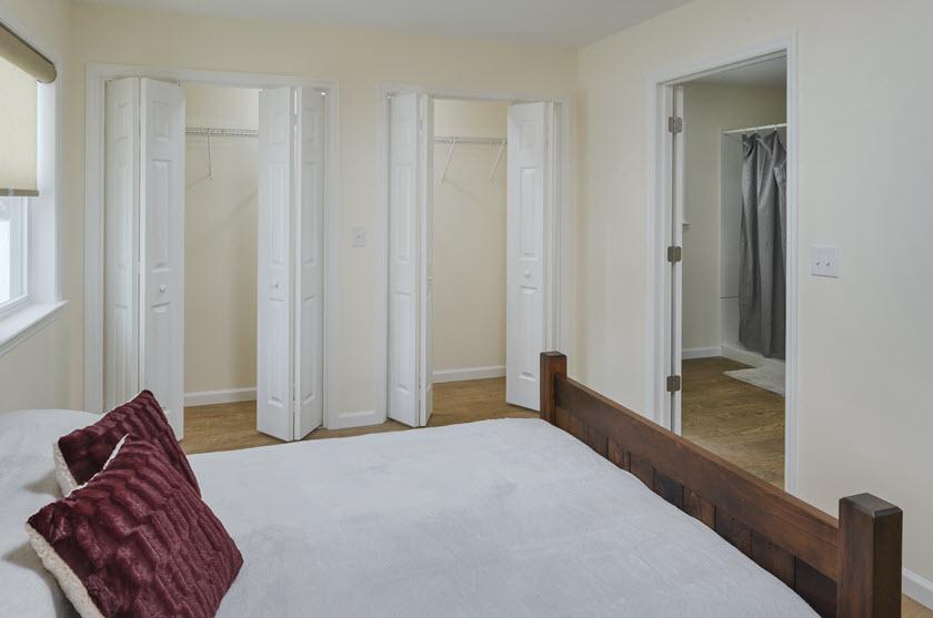 senior apartment bedroom at Asbury RiverWoods