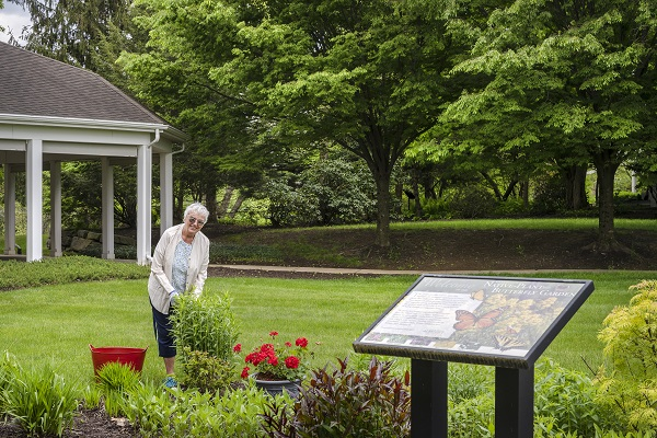 residents gardening at riverwoods